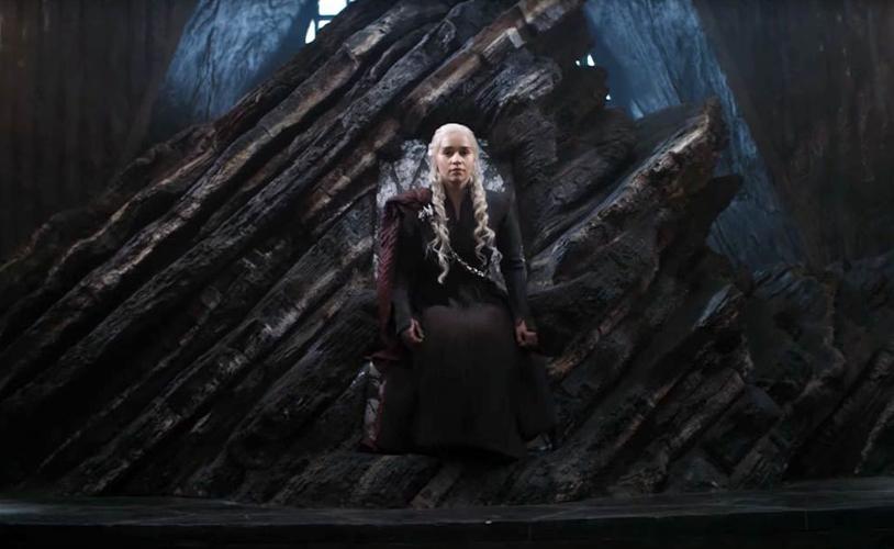 Daenerys targaryen, sentada en trono Dragonstone Juego de tronos